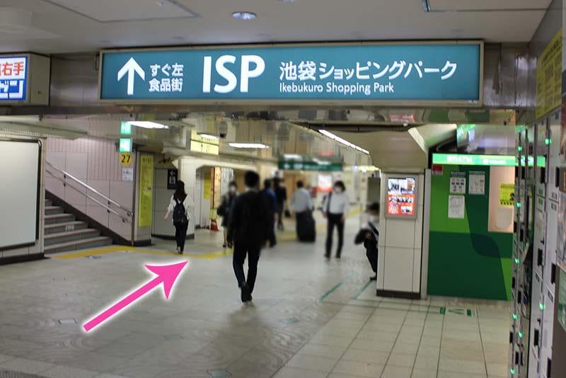 池袋駅東⼝⽅⾯の地下通路をサンシャイン⽅向に進みます。